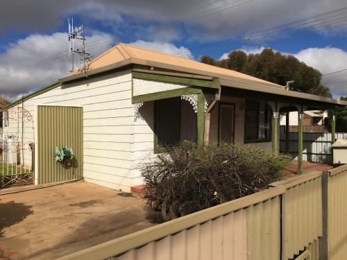 Фото отеля Away Cottages Broken Hill