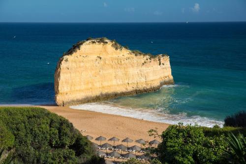 Praia das Gaivotas - Alporchinhos Porches, Armação de Pêra, 8400-450, Algarve, Portugal.