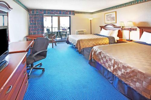 2 Queen Beds Ocean View Non-Smoking