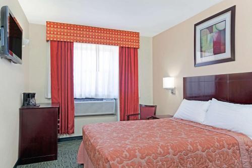 Super 8 by Wyndham Long Island City LGA Hotel - image 10