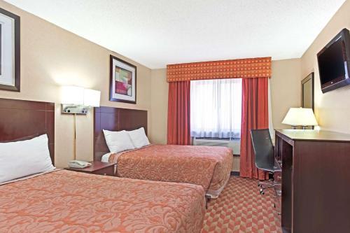 Super 8 by Wyndham Long Island City LGA Hotel - image 11
