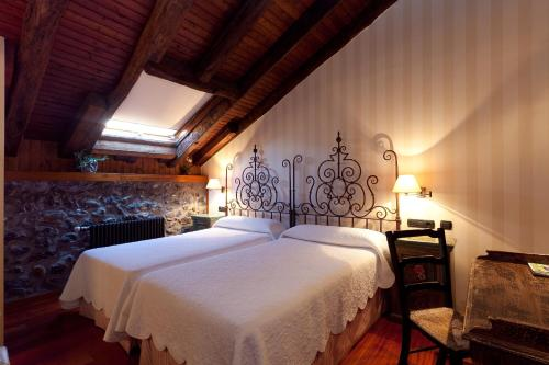 Double Room - single occupancy Hotel Antsotegi 11