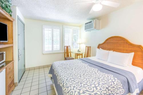 Days Inn By Wyndham Maui Oceanfront - Kihei, HI 96753