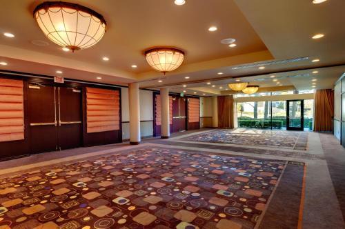 DoubleTree by Hilton Orange County Airport - Santa Ana, CA CA 92707-5794