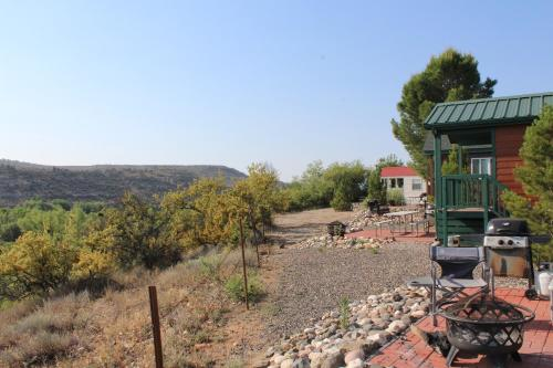 . Verde Valley Canyon View Cottage 6
