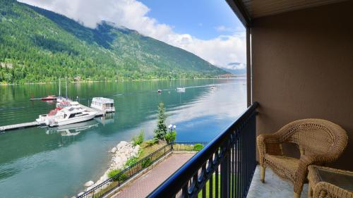 Executive One-Bedroom Suite with Lake View