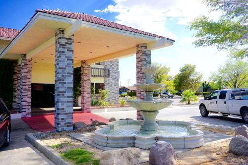 . Rodeway Inn & Suites Ridgecrest