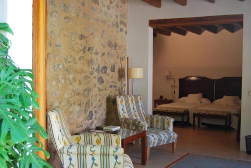 Junior Suite - single occupancy Hotel Ca'n Moragues 3