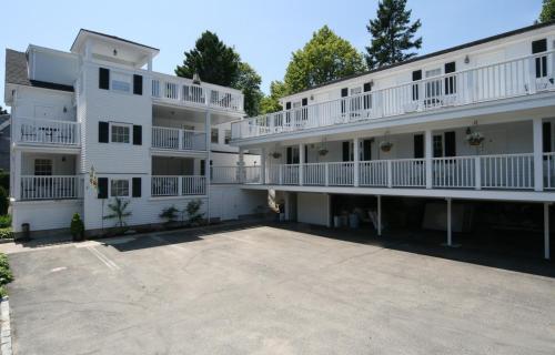 . Eagle House Motel