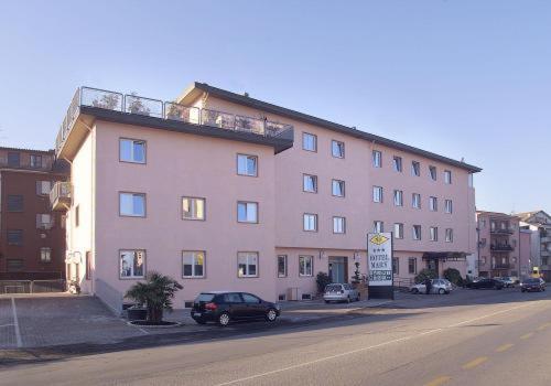 . Hotel Mary