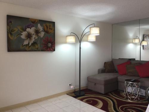 Waikiki Ala Moana 1 Bedroom Condo - Honolulu, HI 96815