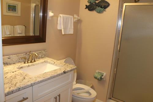 Beach Palms 404 Apartment - Indian Rocks Beach, FL 33785