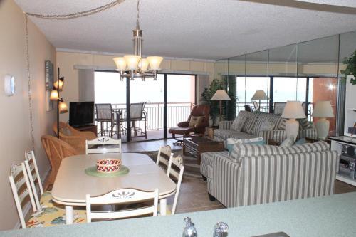 Chateaux 302 Apartment - Indian Rocks Beach, FL 33785