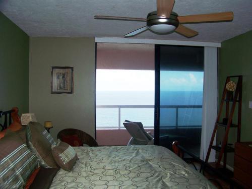 Crescent Beach Club 14c Apartment - Clearwater Beach, FL 33767