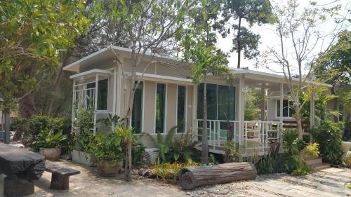 Villa Rayonghouse