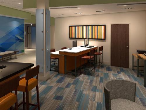 Holiday Inn Express & Suites Russellville - Russellville, AR 72802