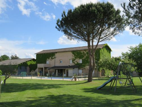 Accommodation in Parisot