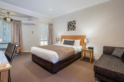 . Comfort Inn Coach & Bushmans
