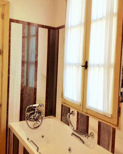 Habitación Doble Clásica con bañera de hidromasaje - 1 o 2 camas - Uso individual Las Casas de la Judería de Córdoba 14