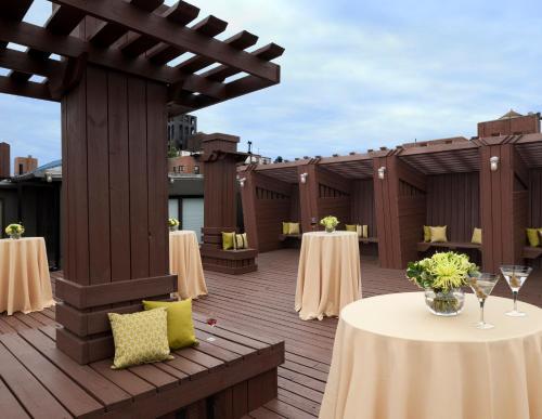 Hotel Lucerne Улучшенный двухместный номер с 2 двуспальными кроватями