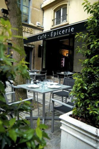 6, rue du Boeuf, 5th arr., 69005 Lyon, France.