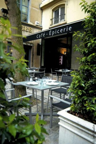 6, rue du Boeuf, 69005 Lyon, France.