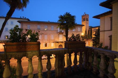 Viale Curtatone 15, 53100 Siena, Italy.