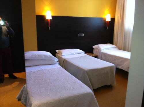 Hotel Villa Alessandra salas fotos