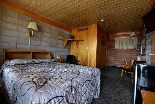 Lariat Motel - Hardin, MT 59034