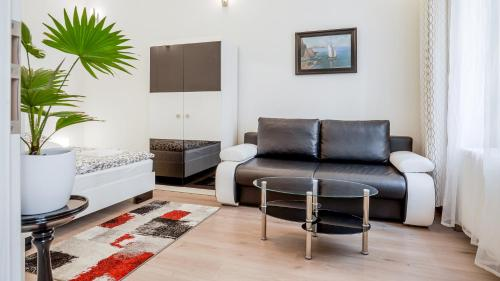 Garden Apartment - image 1