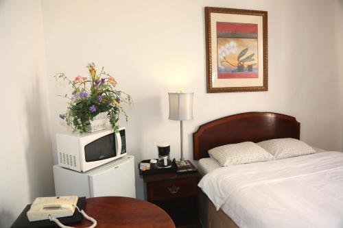 . Nash Hotel