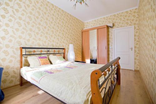 Apartment next to Kazan Cathedral Апартаменты с 3 спальнями