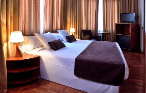 Hotel HLG CityPark Pelayo photo 16