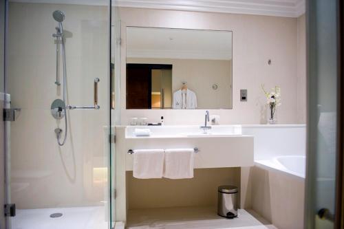 Millennium Dubai Airport Hotel Улучшенный двухместный номер с 2 отдельными кроватями