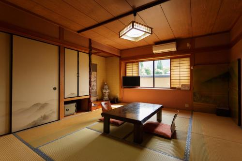 日式豪华间 - 带露天浴室 - 附楼 (Japanese Deluxe Room with Open-Air Bathroom - Annex)