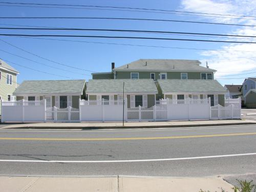 Moontide Motel Apartments And Cabins - Old Orchard Beach, ME 04064