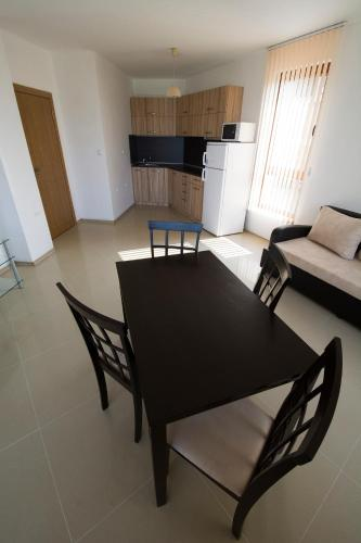 Apartament cu 2 dormitoare 201 (Two-Bedroom Apartment 201)