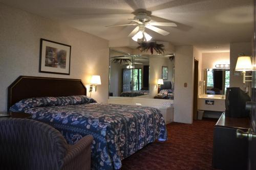 Apple Blossom Inn - Eureka Springs, AR 72632
