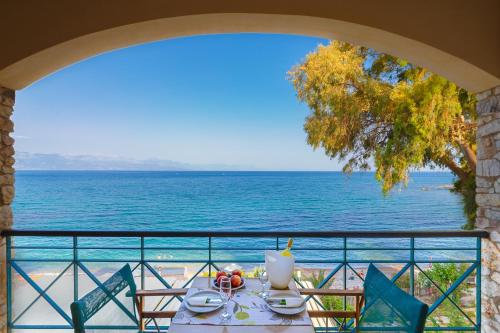 . Grekis Beach Hotel and Apartments