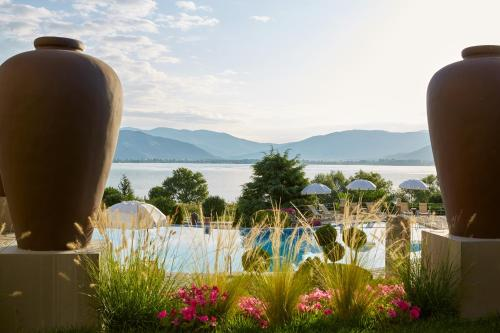 . Limneon Resort & Spa