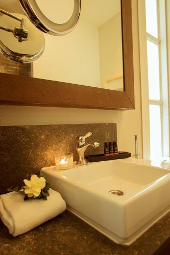 Hotel Banys Orientals photo 17