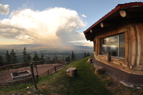 The Downing Mountain Lodge Hostel - Hamilton, MT 59840