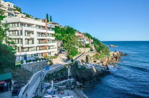 . Hotel & Beach Club Mediterraneo Liman