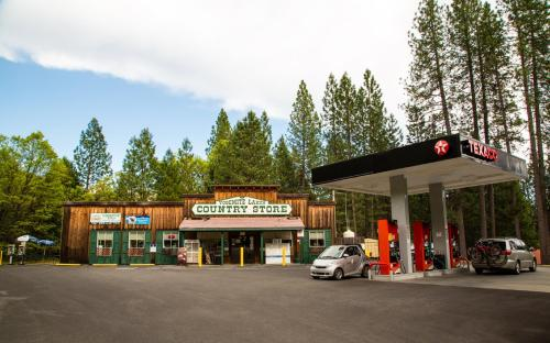 Yosemite Lakes Meadow Yurt 20 - Groveland, CA 95321