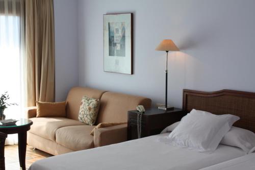 Triple Room with Sea View La Posada del Mar 20