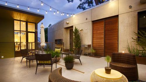1609 E. Cesar Chavez Street, Austin, Texas 78702, USA.