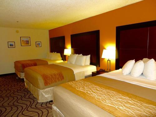 3 Queen Beds, Non-Smoking