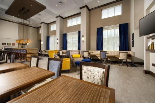 Hampton Inn & Suites Falls Church in Falls Church