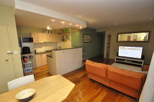 Glebe Self-Contained Modern One-Bedroom Apartment (47ROS) - image 7