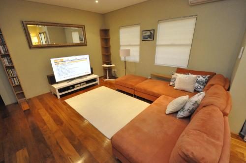 Glebe Self-Contained Modern One-Bedroom Apartment (47ROS) - image 1